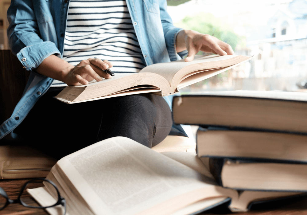 Usa tu préstamo estudiantil para comprar libros o materiales escolares